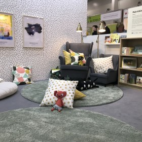 IKEA urządziła strefy na Targach Książki. Po imprezie meble trafią do biblioteki