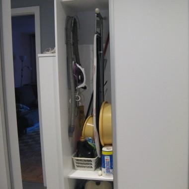 w szafie mini pomieszczenie gospodarcze... bardzo potrzebne na małym metrażu