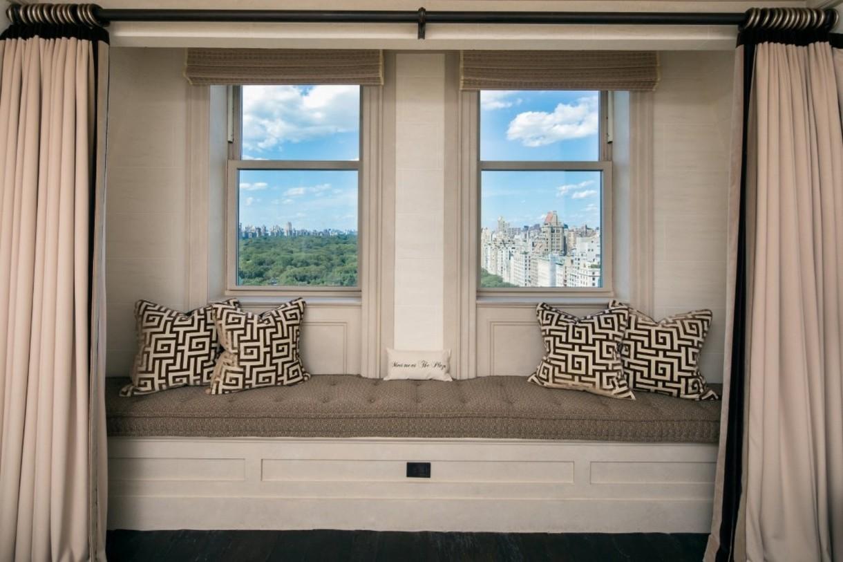 """Domy sław, Tommy Hilfiger sprzedał swój ekstrawagancki apartament - Niezwykły apartament projektanta w 2014 roku trafił do zestawienia 12 najdroższych nieruchomości w Stanach według """"Forbesa"""". Lokal kosztował wtedy okrągłe 80 milionów dolarów i uplasował się na 10. miejscu rzeczonego zestawienia.   Źródło: IMP FEATURES/East News"""