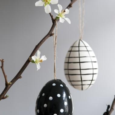 Wielkanoc zbliża się wielkimi krokami. W tym szczególnym okresie nie ma ważniejszego mebla niż stół. To wokół niego gromadzą się domownicy i ich goście aby wspólnie celebrować świąteczny czas. Niezwykle istotne jest, aby w porę zadbać o jego odpowiednią aranżację. Zdjęcia/materiał prasowy WestwingNow