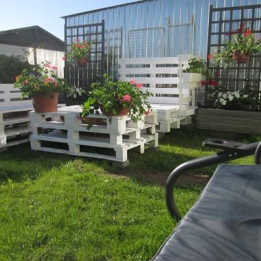 Kącik wypoczynkowy i początki ogródka