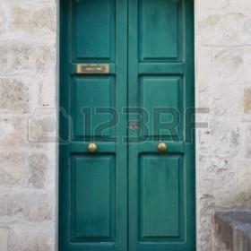 czym pomalować drzwi?
