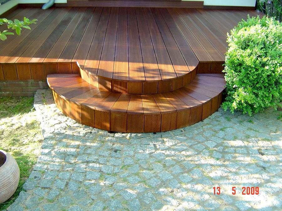 Taras, Taras drewniany. Realizacja w Żarach.