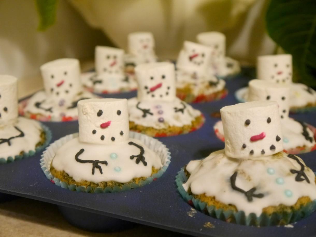 Pozostałe, Trochę bieli - po powrocie z bałwanków w domu zostały tylko muffiny