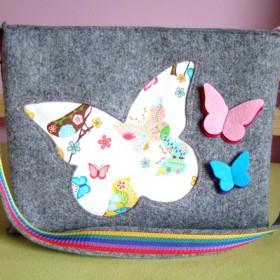 Filcowa torebka z motylkami dla młodej damy