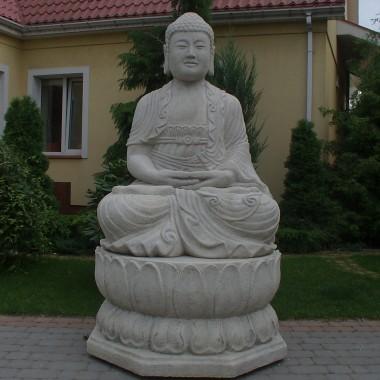 Kamienne posągi bez kamienia