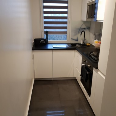 Moja sterylna kuchnia... Jak ożywić tą kuchnie? może jakiś kolor ściany ? brak mi pomysłu liczę na waszą pomoc &#x3B;-)