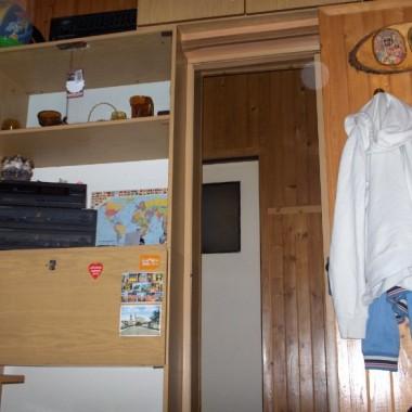 Widok z łóżka na korytarz