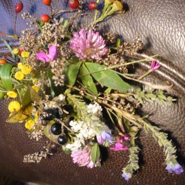 ostatnie kwiaty tej jesieni zebrane na łące