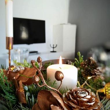 Zastanawiacie się jakie dekoracje wybrać na jesień i zimę ?  Często wystarczą tylko 2 decydujące akcenty by odświeżyć wnętrze sezonowo.  Nie potrzeba wielkich zmian ani przerażających wydatków. Zaproszona do współpracy przez  https://www.facebook.com/DecoWianka/  przygotowałam jesienno-zimową stylizację w odcieniach miedzi.  Tego typu dekoracje sprawią, że dom nabierze niezwykłego charakteru a wy stworzycie w nim przyjemny klimat.