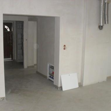 szukam pomysłów i pomocy w urządzeniu salonu podpowiedzi w kolorach ścian oraz jakie meble by pasowały...