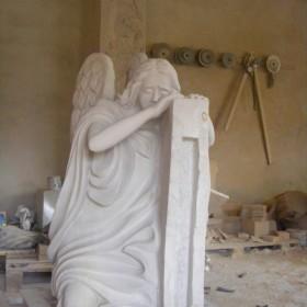 rzeźby płaskorzeźby ścienne z kamienia  piaskowca kominki figury
