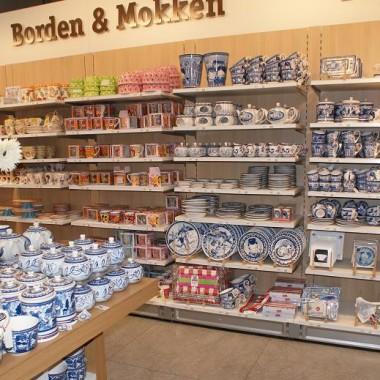 Witam,Tym razem coś z wystaw i aranżacji holenderskiego sklepu. Wiele z nich można spotkać również i w naszych sklepach. Pomimo to, na mnie wywarły niesamowite wrażenie... tyle cudeniek w jednym miejscu :) Oj, wiele bym kupiła, chociaż  dekoracje bardzo drogie, jednak pocieszała mnie myśl, że niektóre z nich potrafię zrobić sama, więc na najbliższy czas mam wiele pomysłów do realizacji :) Może i Was natchnie to i  skusi do działania :) Pozdrawiam!