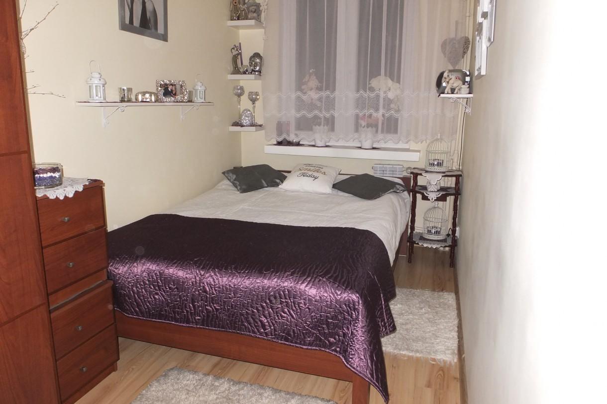 Salon, Wiosny ciąg dalszy...... ZAPRASZAM :) - Mała sypialnia w kształcie prostokąta, trochę nie ustawna, ale dla mnie ok &#x3B;)Marzą mi się zmiany..... Co Wy na to dziewczyny ?