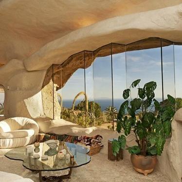 Dom przypominający jaskinię