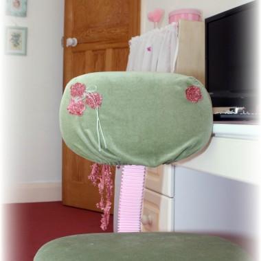 krzesełko przy biurku tez obszyłam :)