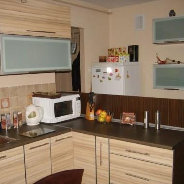 Kuchnia jest centrum mieszkania, bo w miarę duża i przechodnia.