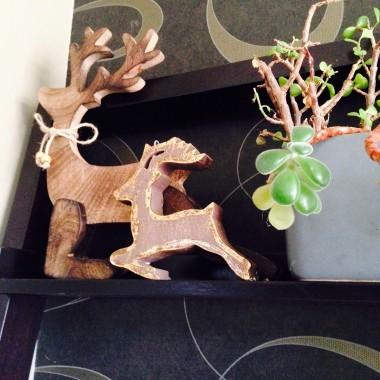 Ponieważ u mnie zrobiło sie juz zimowo a zima tutaj dluuuuga zabrałam sie za dekoracje świąteczne ::)))Swieta to moj ulubiony czas , wypełniony spokojem , rodzina , przyjaciółmi oczywiscie niezliczona ilością smakołyków ... Wiec czekam  i zapraszam ...dziękuje wszystkim za odwiedziny ::))