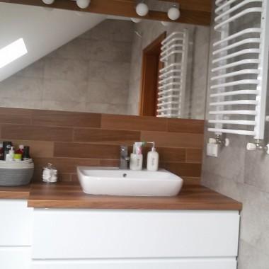 Szaro Drewniana łazienka Deccoriapl