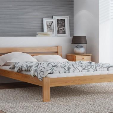 Wybierając łóżko w kolorze drewna, warto zwrócić uwagę na usłojenie. Jeżeli będzie widoczne, doda meblowi prestiżowego charakteru. Fot. Meble Magnat - łóżko Azja w kolorze olchy.