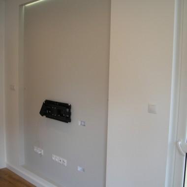 zabudowa  ścianka za telewizorem podświetlana LED 2