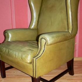 piękny fotel chestenfield gabinetowy