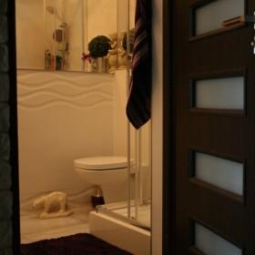 odnowiona mała łazienka