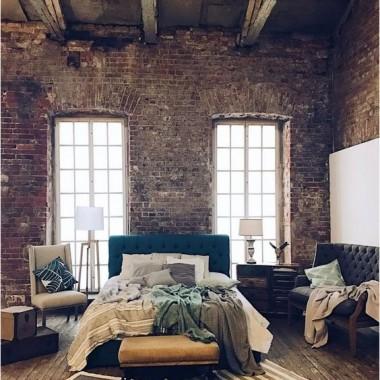 Cegła w sypialni jest świetnym pomysłem. Pomimo surowego, industrialnego charakteru może stworzyć wnętrze ciepłe, przytulne i bardzo gustowne.https://pl.pinterest.com/pin/41165784078531342/