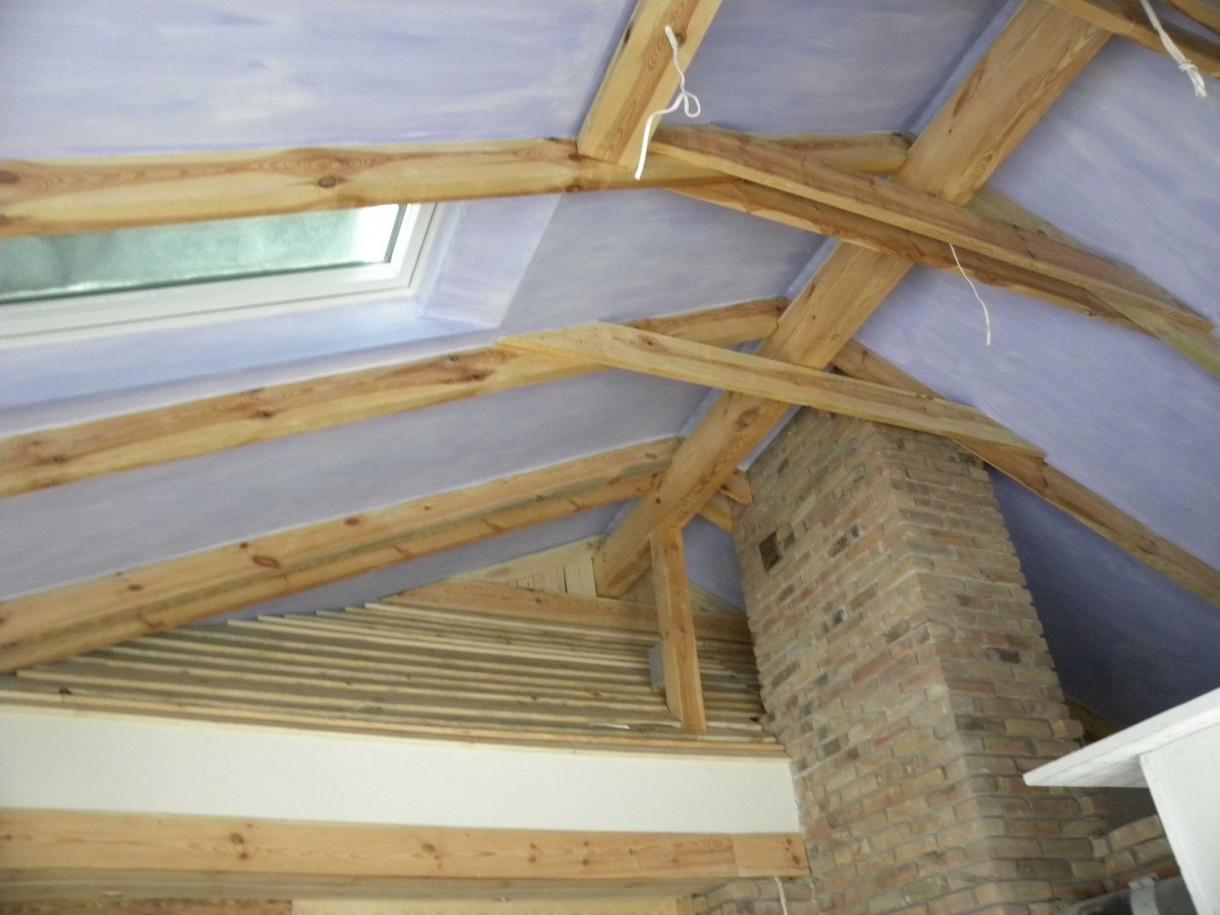 Pozostałe, metamorfoza domu - udało nam się zachować (cudem) odkrytą więźbę dachową, odpłaci nam się pięknym widokiem
