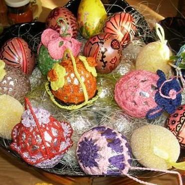 Wielkanoc się zbliża wielkimi krokami, więc zdobić jajeczka trzeba kolorami ...