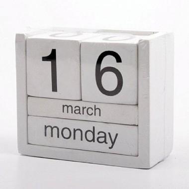 Drewniany kalendarz kostka