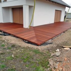Taras drewniany w Żarach wykonany z drewna Bangkirai