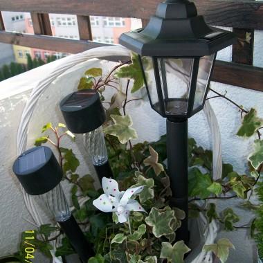 wczoraj wyczailam piekna lampe solarna, taka oto latarenke