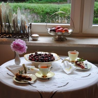 ...no i tradycyjnie zapraszam na Kaśkowe słodkości:)Tym razem ciasto cynamonowo-malinowe,zaserwowane w kuchni ,bo w niedzielę było zimno....