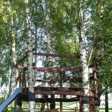 ..............i domek na drzewie dla Maluchów.............