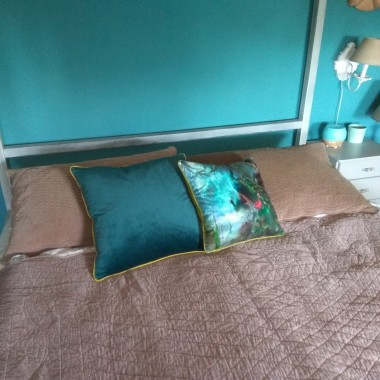 Sypialnia, a łóżko ma baldachim
