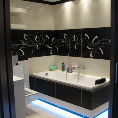 łazienka Wanna Podświetlana Listwami Led Wwwr Dompl