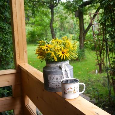 A od rana kawa oczywiście przy kwiatach