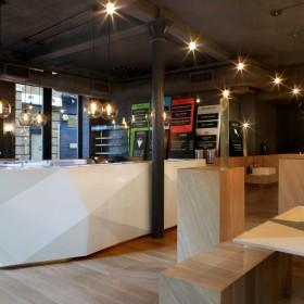 Biały dąb amerykański w restauracji Yoobi Sushi w Londynie