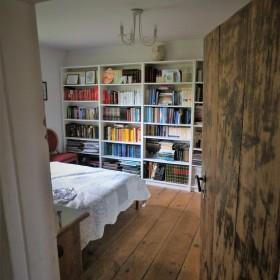 Cottage :) Jednym okiem do alkowy....