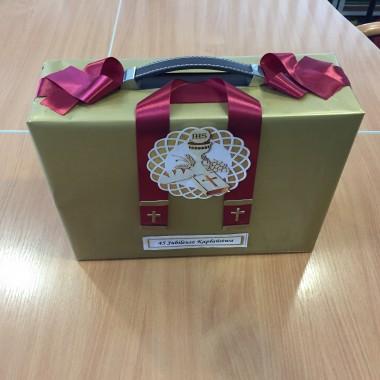 jubileusz kapłaństwa - zapakowany prezent