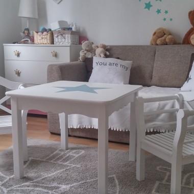 Stolik dziecięcy z krzesełkami