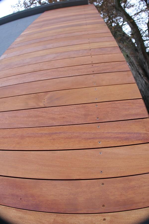 Ściany, Elewacja drewniana z drewna Garapa. Realizacja w Zielonej Górze.
