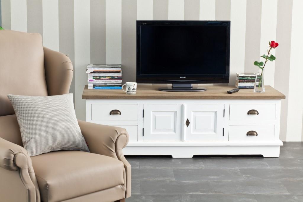 Pozostałe, Białe meble - luksus i klasyka - Praktyczna szafka pod telewizor i sprzęt RTV, wykonana w całości z drewna tekowego, malowana na biało, blat naturalny, postarzany. http://www.dekoria.pl/offer/product/13435/Szafka-RTV-Brighton-160cm-white-natural