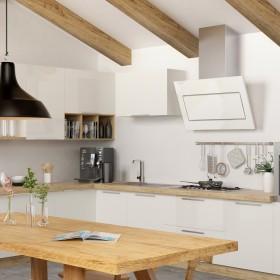 Biała kuchnia z drewanianymi elementami