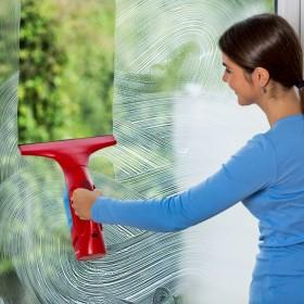 Lśniące okna przed Świętami, czyli szybkie i łatwe mycie