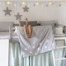 Pościel dla dziecka, szare kolory w pokoju dziecka