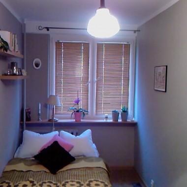 baaaardzo wąska sypialnia