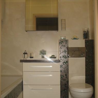 mała łazienka z wanną :]