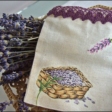 woreczek na lawendę, wykonany techniką decoupage na tkaninie